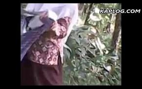 Farmers siblings shacking up in hammer overseas field