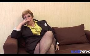 Une Mamie bien vicieuse baisée, doigtée et enculée par des petits jeunes [Full Video]